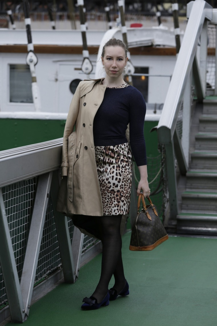 Hamburg Shooting Shopping Tipps Outfit Leopard blue Trenchcoat Living like Golightly