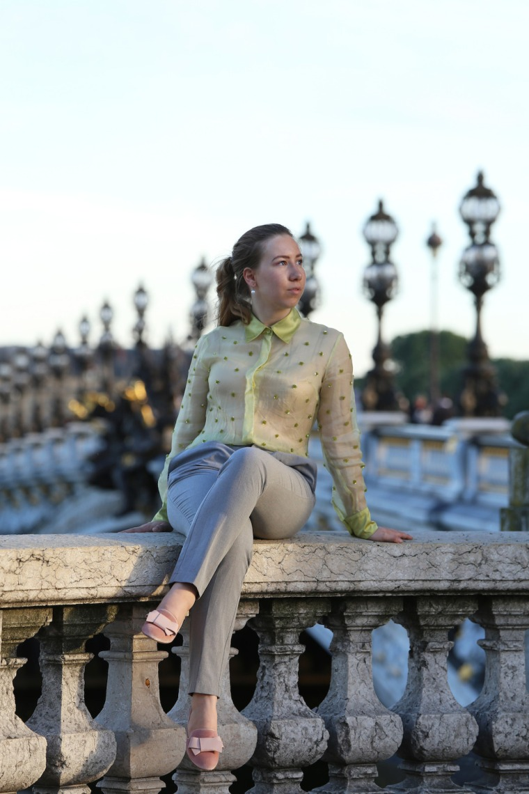 Secrets-de-parisienne-grey-suit-gold-green-vintage-blouse-sequin-shirt-rose-loafer-parisian-editorial-shooting-paris-insider-tips-travel-guide-LivinglikeGolightly (13)
