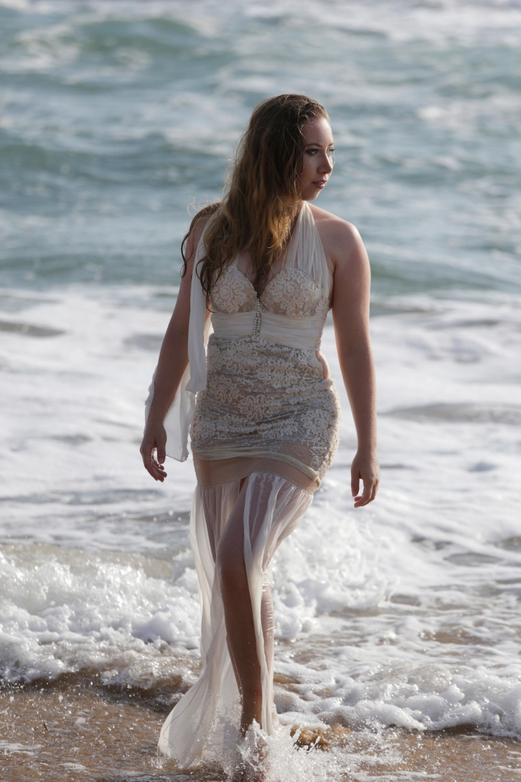 Mermaid-The-fashion-Editorial-Shooting-I-always-wanted-brida-photography-at-the-beach-and-ocean (8)