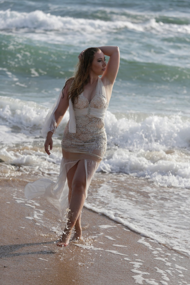 Mermaid-The-fashion-Editorial-Shooting-I-always-wanted-brida-photography-at-the-beach-and-ocean (9)
