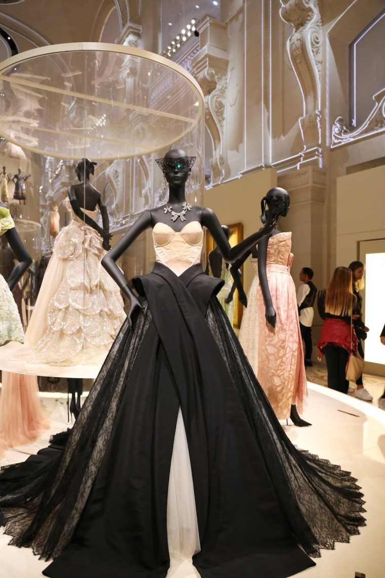 Christian-Dior-Couturier-du-reve-exhibition-Designer-of-dreams-Musee-des-arts-decoratifs-Paris-with-John-Galliano-Maria-Grazia-Chiuri-calendar-best-fashion-exhibitions-of-201 (16)