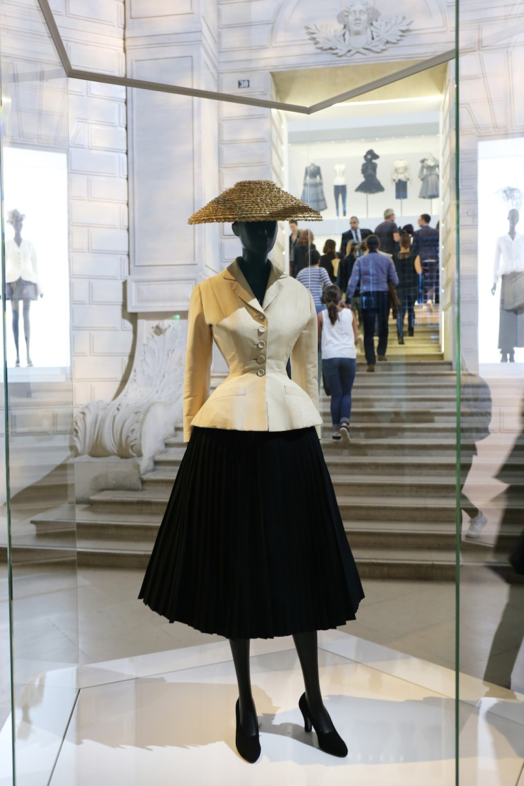 Christian-Dior-Couturier-du-reve-exhibition-Designer-of-dreams-Musee-des-arts-decoratifs-Paris-with-John-Galliano-Maria-Grazia-Chiuri-calendar-best-fashion-exhibitions-of-201 (2)