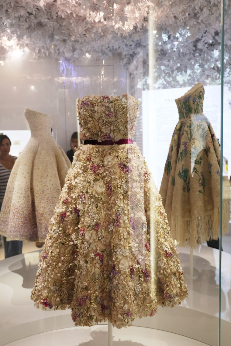 Christian-Dior-Couturier-du-reve-exhibition-Designer-of-dreams-Musee-des-arts-decoratifs-Paris-with-John-Galliano-Maria-Grazia-Chiuri-calendar-best-fashion-exhibitions-of-201 (23)
