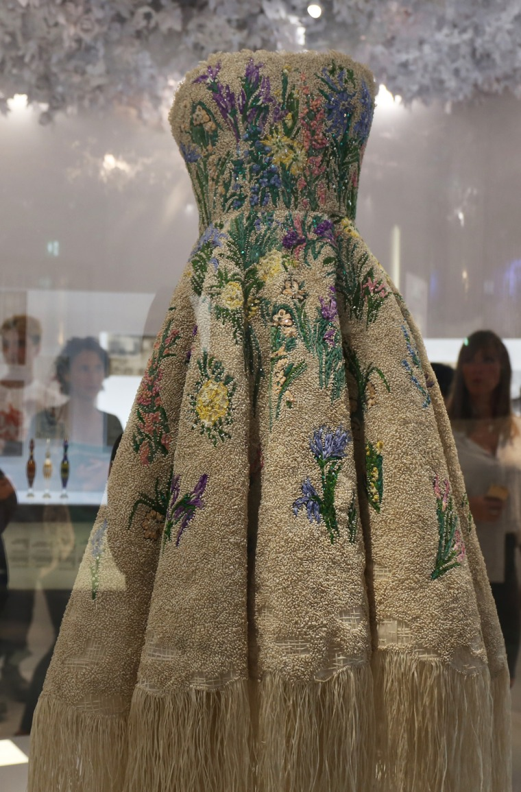 Christian-Dior-Couturier-du-reve-exhibition-Designer-of-dreams-Musee-des-arts-decoratifs-Paris-with-John-Galliano-Maria-Grazia-Chiuri-calendar-best-fashion-exhibitions-of-201 (4)