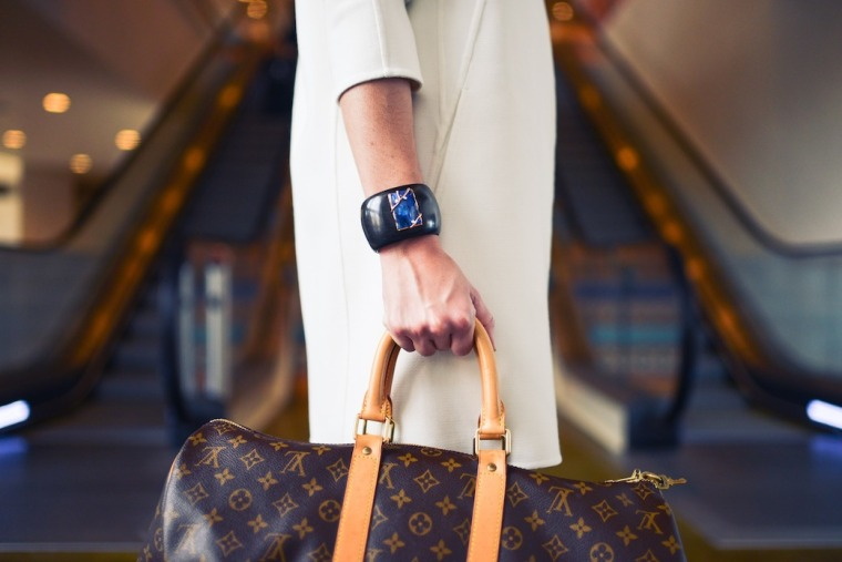 Guide-where-and-how-to-buy-authentic-preowned-vintage-designer-bags-Checklist-Louis-Vuitton-Noe-LIVING-LIKE-GOLIGHTY