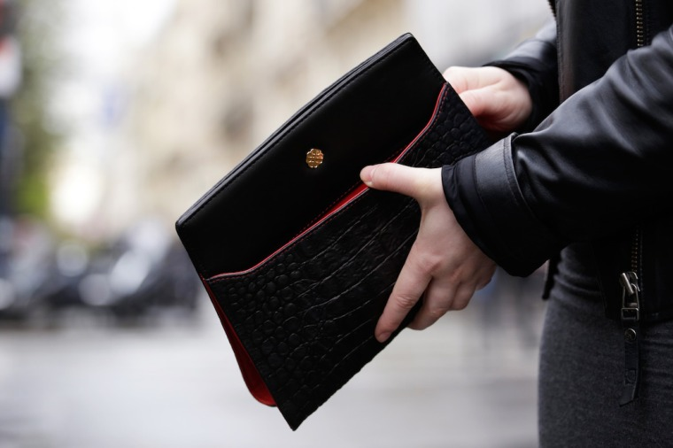 Paris-Shooting-with-Utmon-es-pour-Paris-Fotostudio-Wilder-photographer-Frank-Lemburg-black-switchbag-pochette-red-Ferrari-LIVING-LIKE-GOLIGHTLY (7)