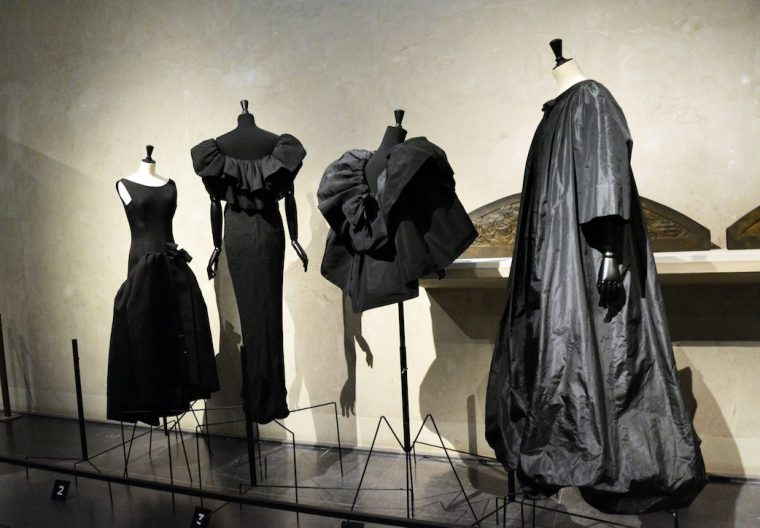 Fashion-exhibition-Review-Cristóbal-Balenciaga-L`Oeuvre-au-noir-Musée-Bourdelle-Paris-spanish-Haute-Couture-little-black-dress-Venilista-LIVING-LIKE-GOLIGHTLY (4)