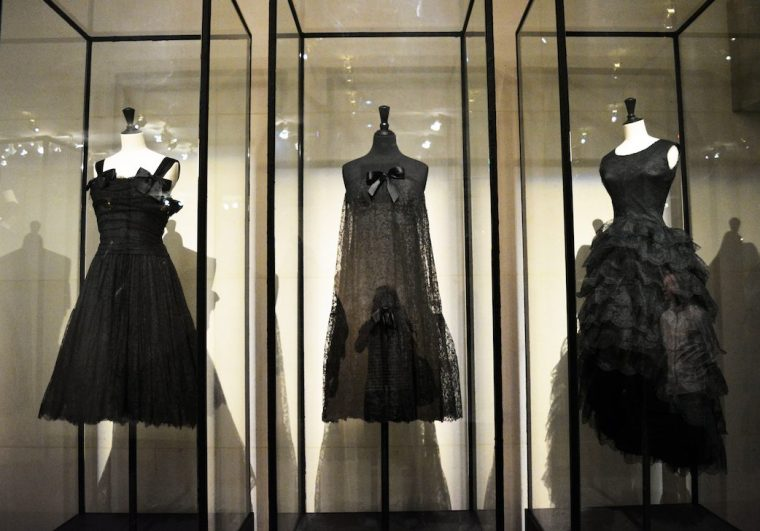 Fashion-exhibition-Review-Cristóbal-Balenciaga-L`Oeuvre-au-noir-Musée-Bourdelle-Paris-spanish-Haute-Couture-little-black-dress-Venilista-LIVING-LIKE-GOLIGHTLY (9)